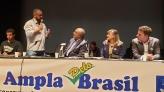 O ato em defesa da Constituição, reuni centrais sindicais, partidos políticos e estudantes